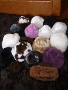 Auction Bargain Prices for peruvian crafts such as scarves, fur hats, teddy bears, embroidered wool bracelets and a lot of alpaca and wool products